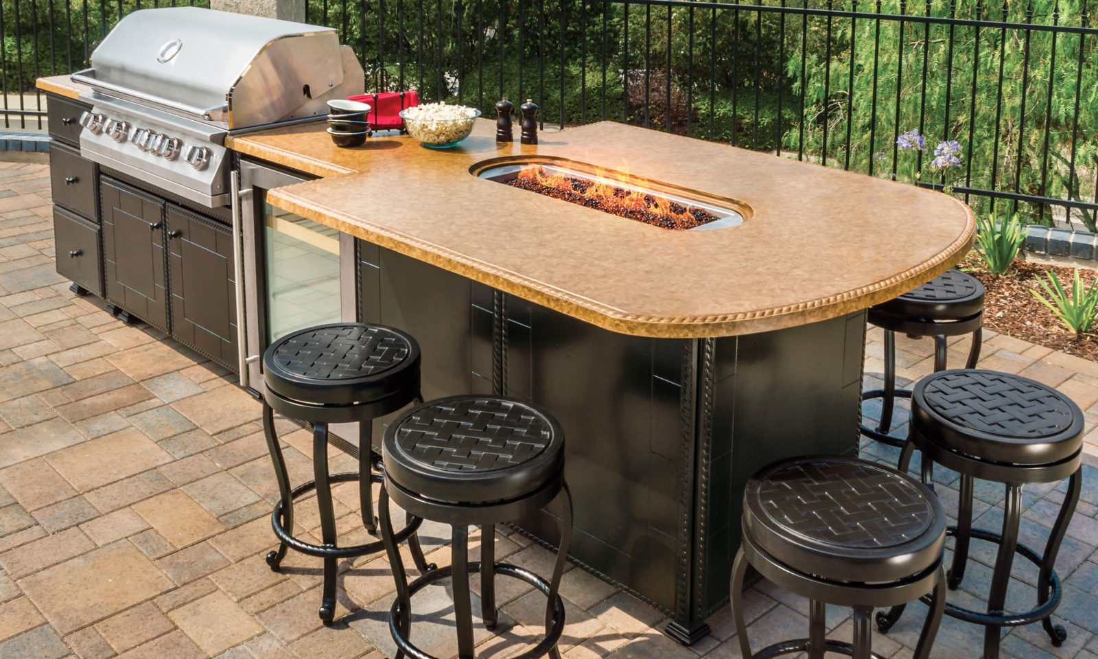 Lion Premium Grills Newsletter January 2017 Issue 40