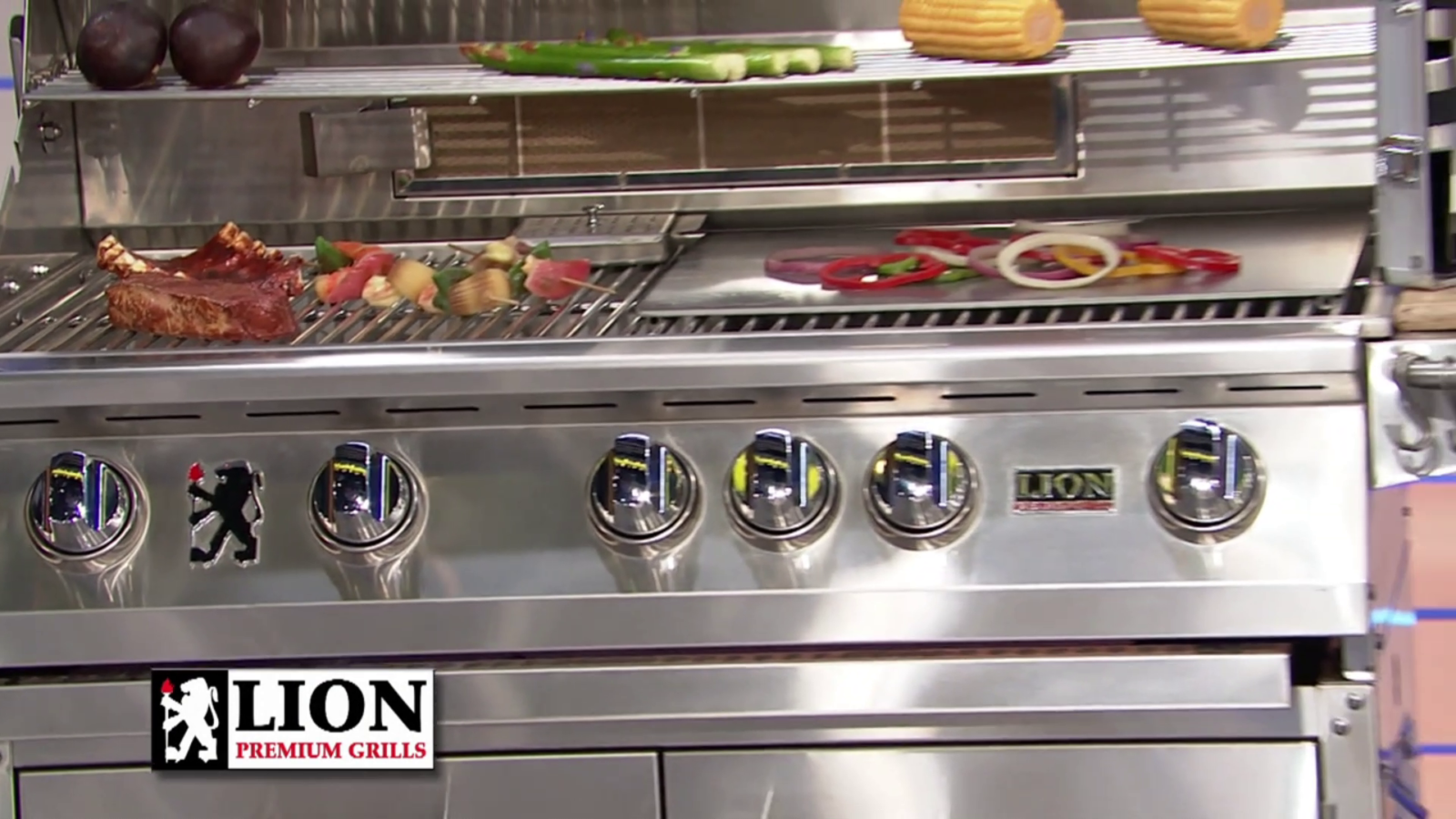 Lion Grills - Grill Close Up with Griddle Plate